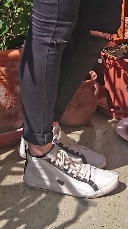 Glamour Shopping Week Ausbeute | Hemd VeroModa/IÓnly | Jeans j:D.Y. by Asos | Sneakers Goliath | Leather Fringe Bag Asos