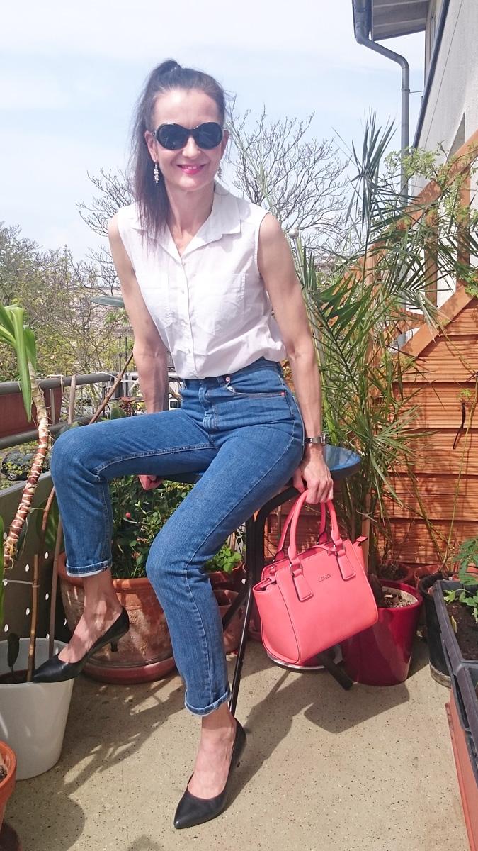 MOM JEANS FARLEIGH in mittelblauer Waschung