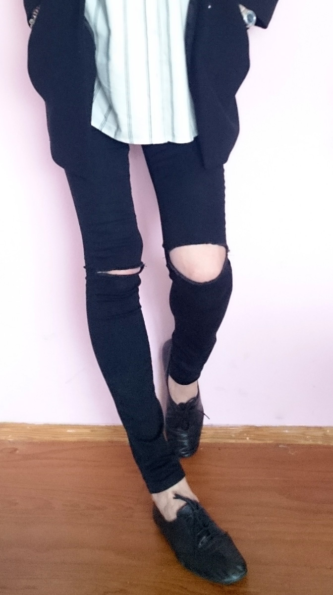 NEW LOOK HIGH WAIST JEGGINGS WITH RIPPED KNEE BY ASOS