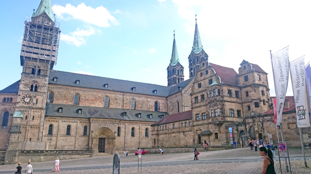 Szúdenten in Bamberg abends an der Regnitz