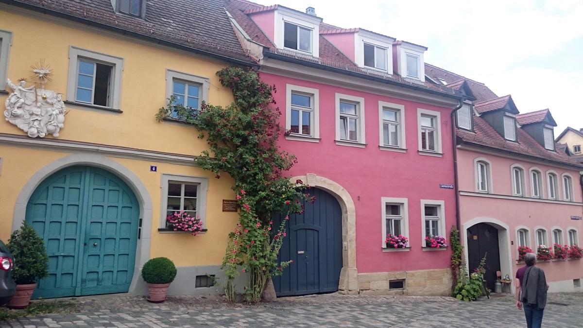 Das Haus zu Blauen Kugel und Nachbarhäuser in Eisfarben