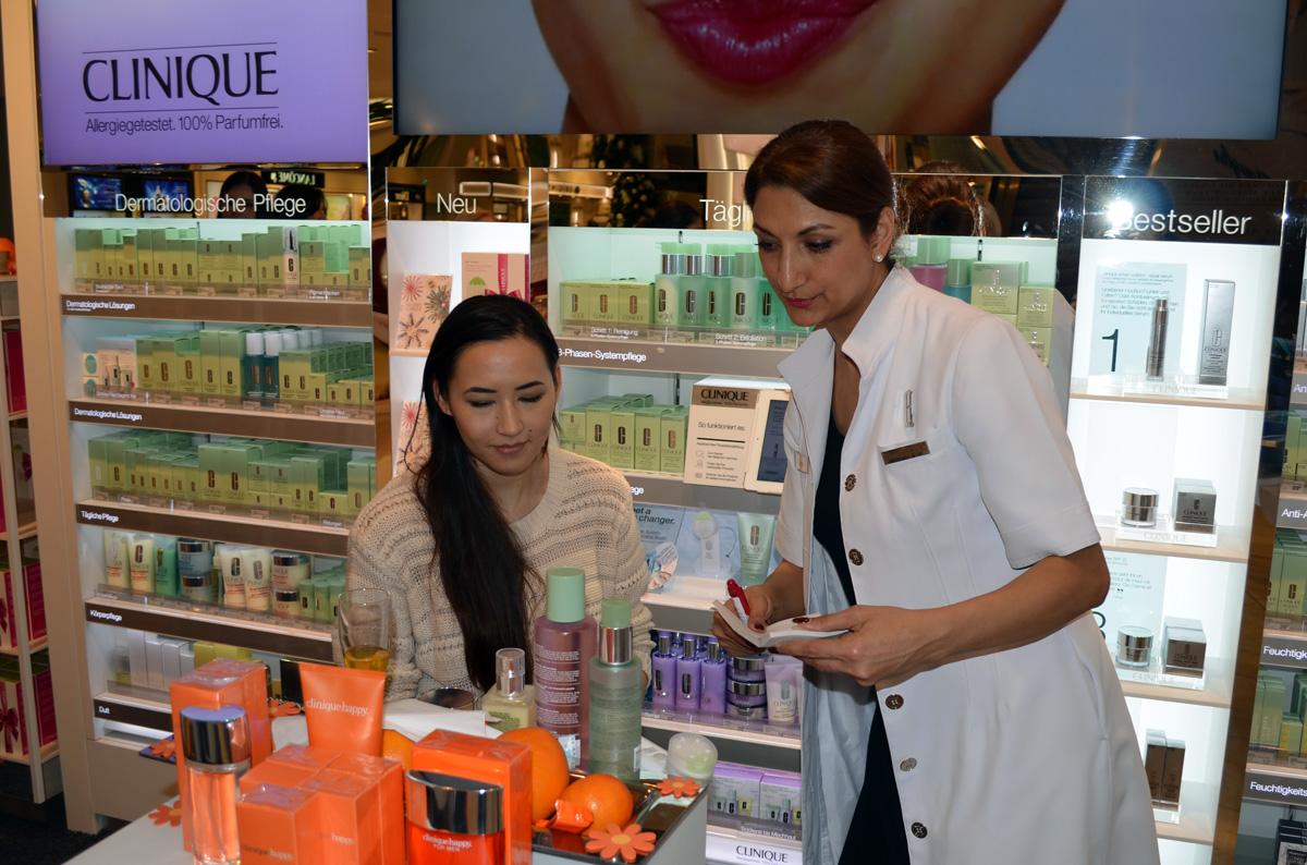 Stylepeacock Clinique Event am Clinique Counter im Douglas Frankfurt/Zeil / eingehende Hautanalyse