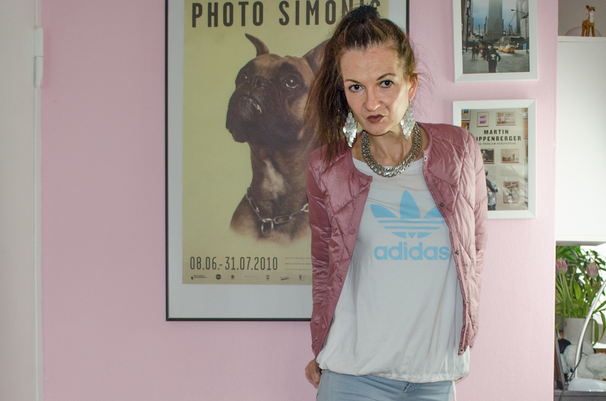 Frühlingsoutfit mit Esprit Bomberjacke & adidas Superstars & Liebeskind Tasche
