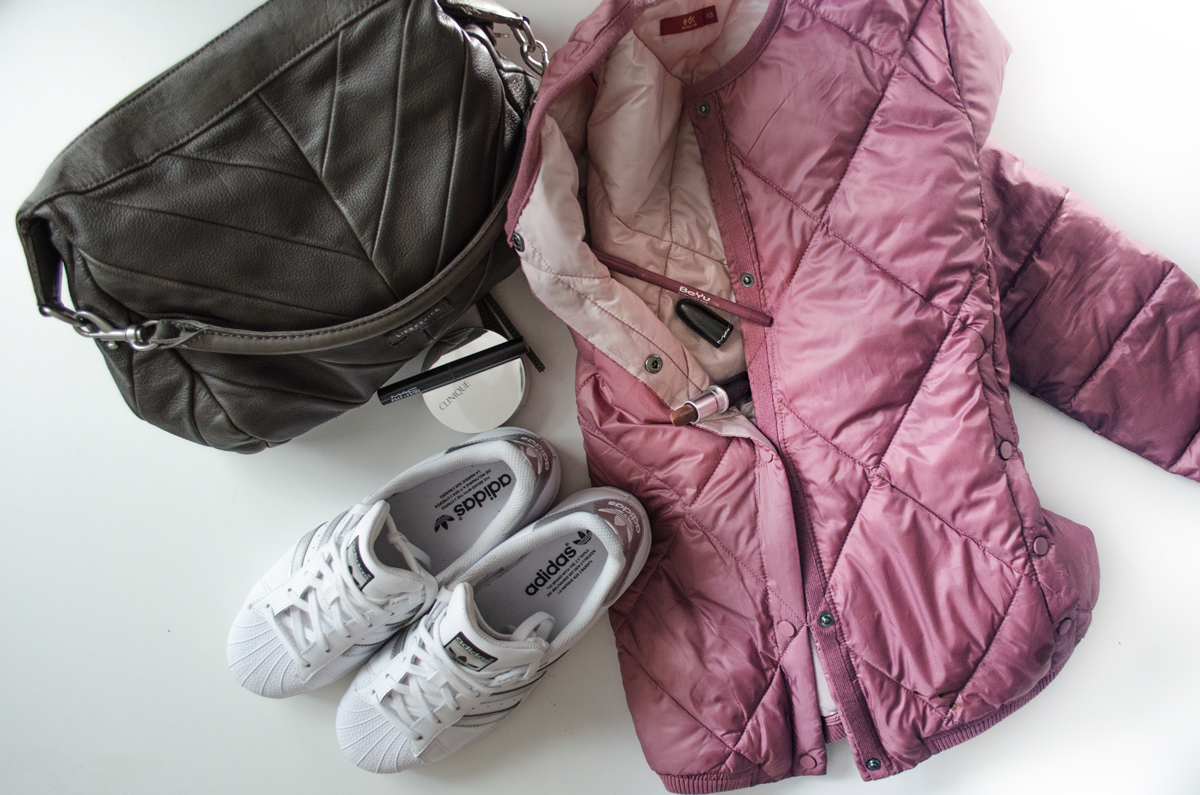 Frühlingsoutfit mit Esprit Bomberjacke & adidas Superstars & Liebeskind Tasche & Mac Stone Lippenstift