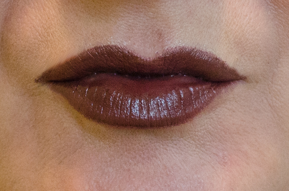 URBAN DECAY VICE LIPSTICK in Nighthawk Cream Shade | Tragebild