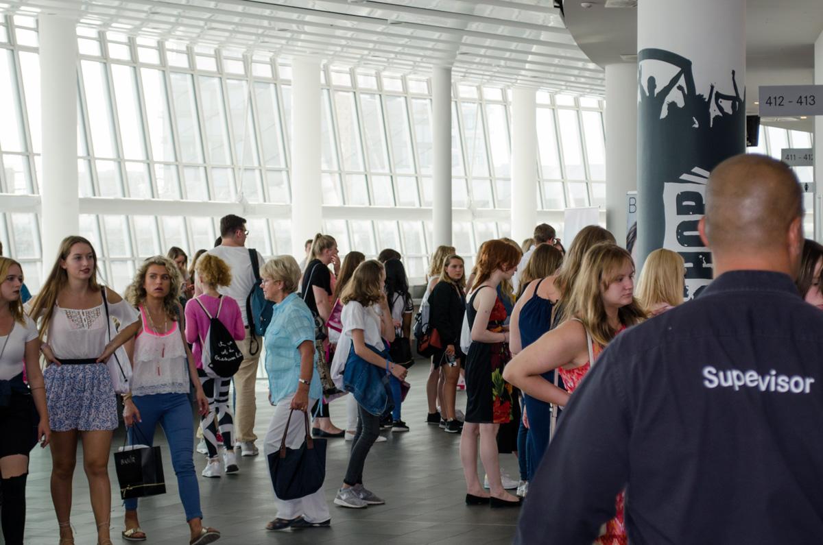 Kids in schalnge auf der Glossycon in Berlin