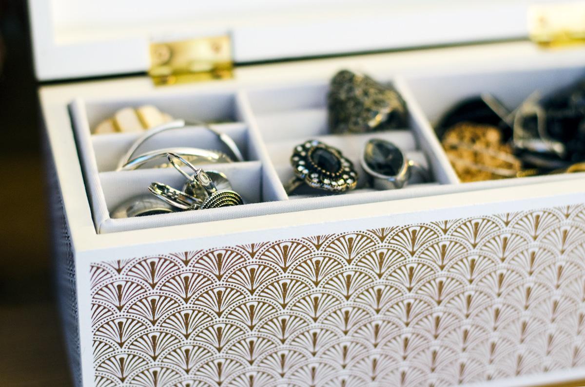 Minikommode und Schmuckschachtel mit Ananasdekor von Maisons du Monde