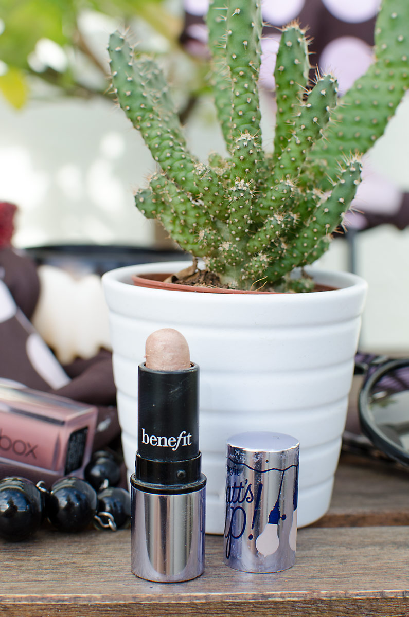 [werbung da markennennung & affiliate links]MEINE DREI LIEBSTEN URLAUBS-MAKEUP-ESSENTIALS | Blogger THEMENWOCHE | Watt's Up Highlighter von benefit