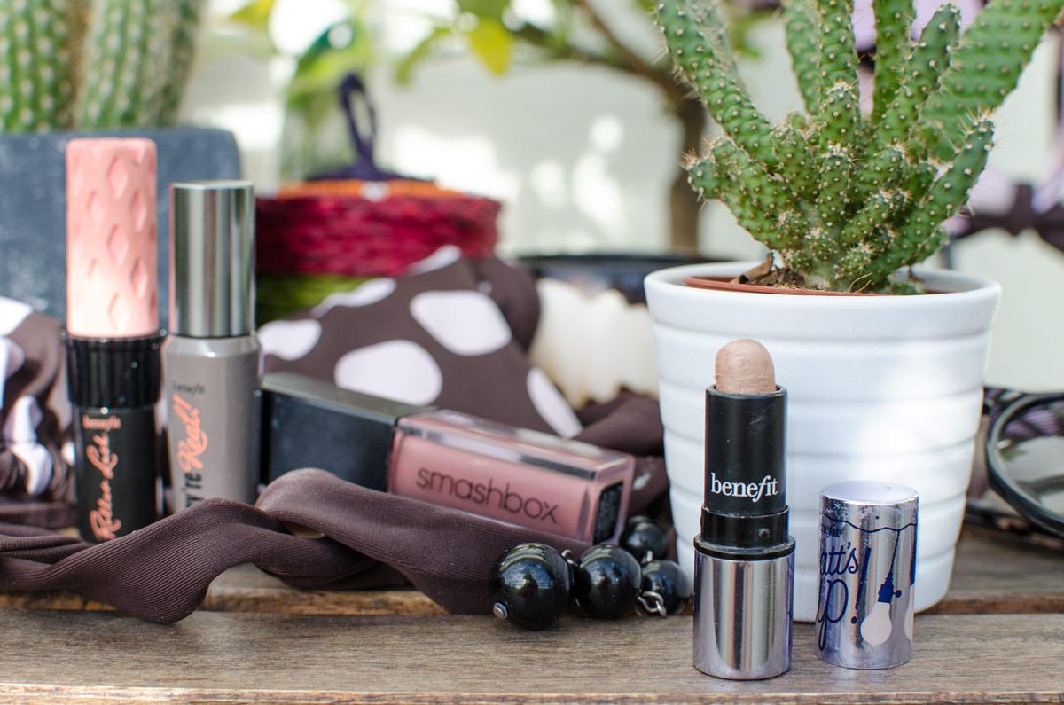 [werbung da markennennung & affiliate links]MEINE DREI LIEBSTEN URLAUBS-MAKEUP-ESSENTIALS | Blogger THEMENWOCHE | Watt's Up Highlighter von benefit, Smashbox Always On Liquid Lipstick & benefit Mascara