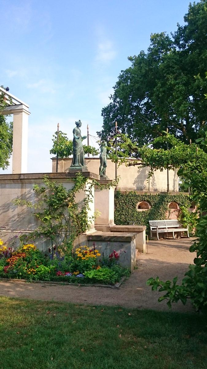 Joggen im Park Sanssouci am frühen Morgen | Schloss Charlottenhof