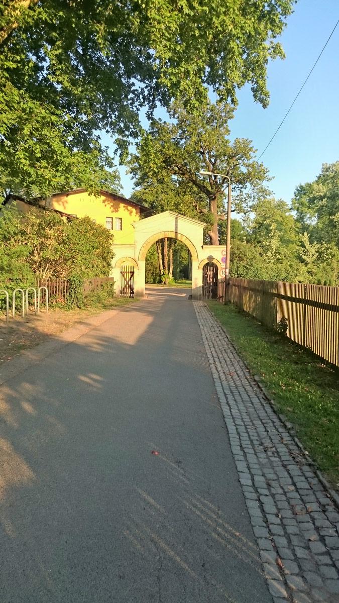 Joggen im Park Sanssouci am frühen Morgen | Der Eingang zum Park