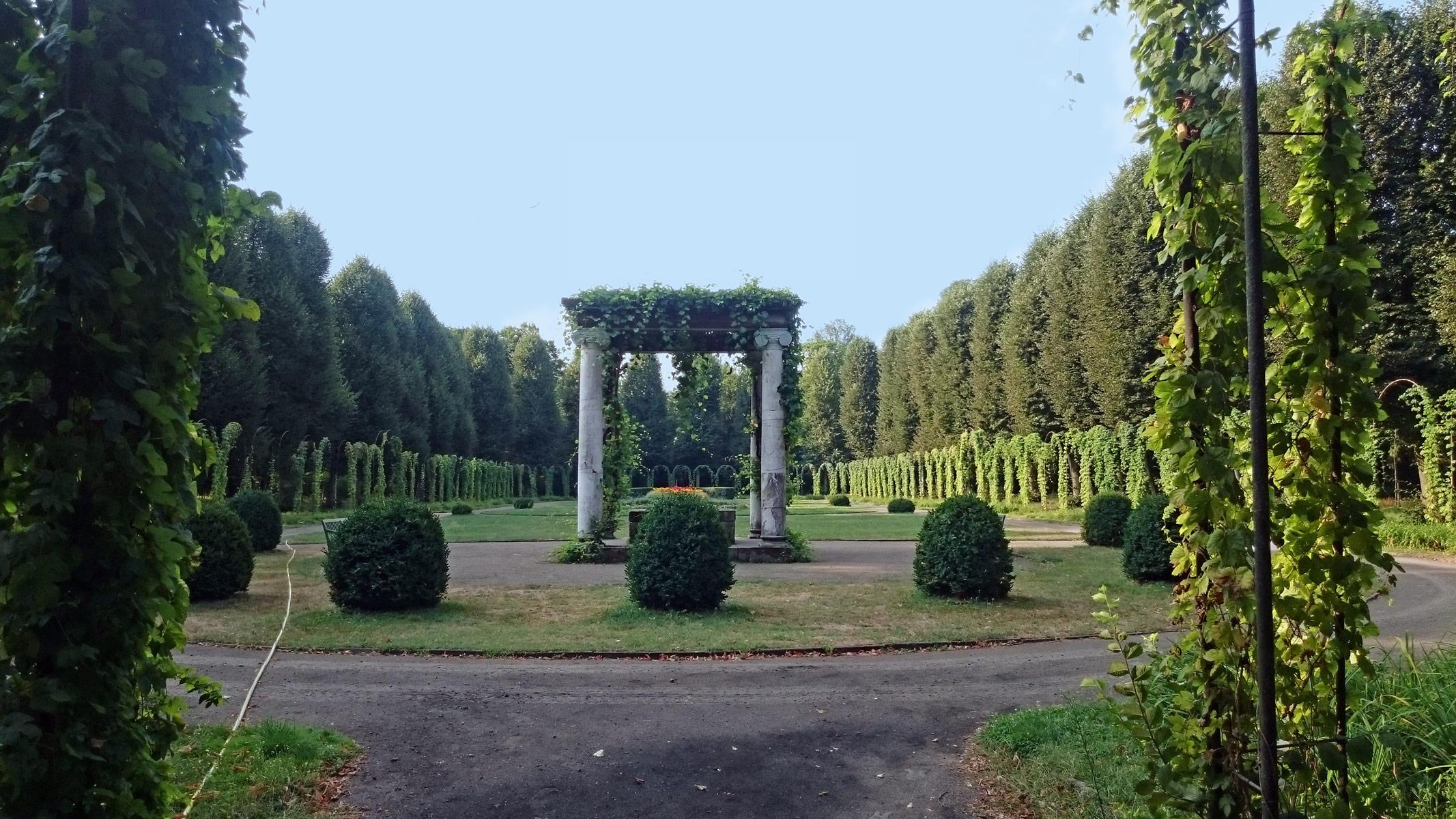 Joggen im Park Sanssouci am frühen Morgen | Auf dem Weg zu Schloss Charlottenhof