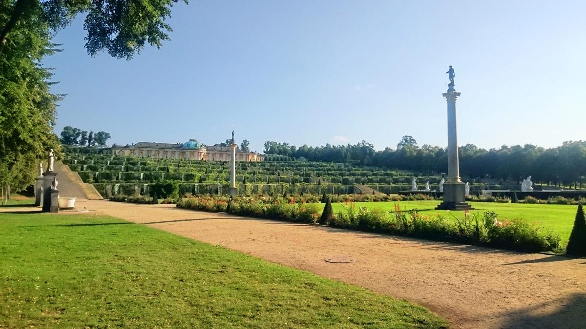 Joggen im Park Sanssouci am frühen Morgen | Schloss Sanssouci