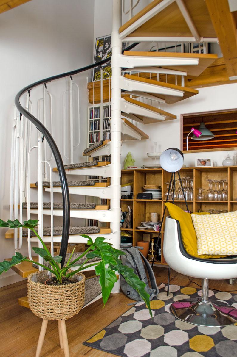 Potsdam Puppenmaisonette | Die Treppe nach oben im Wohnzimmer [beinhaltet werbung & affiliate links]