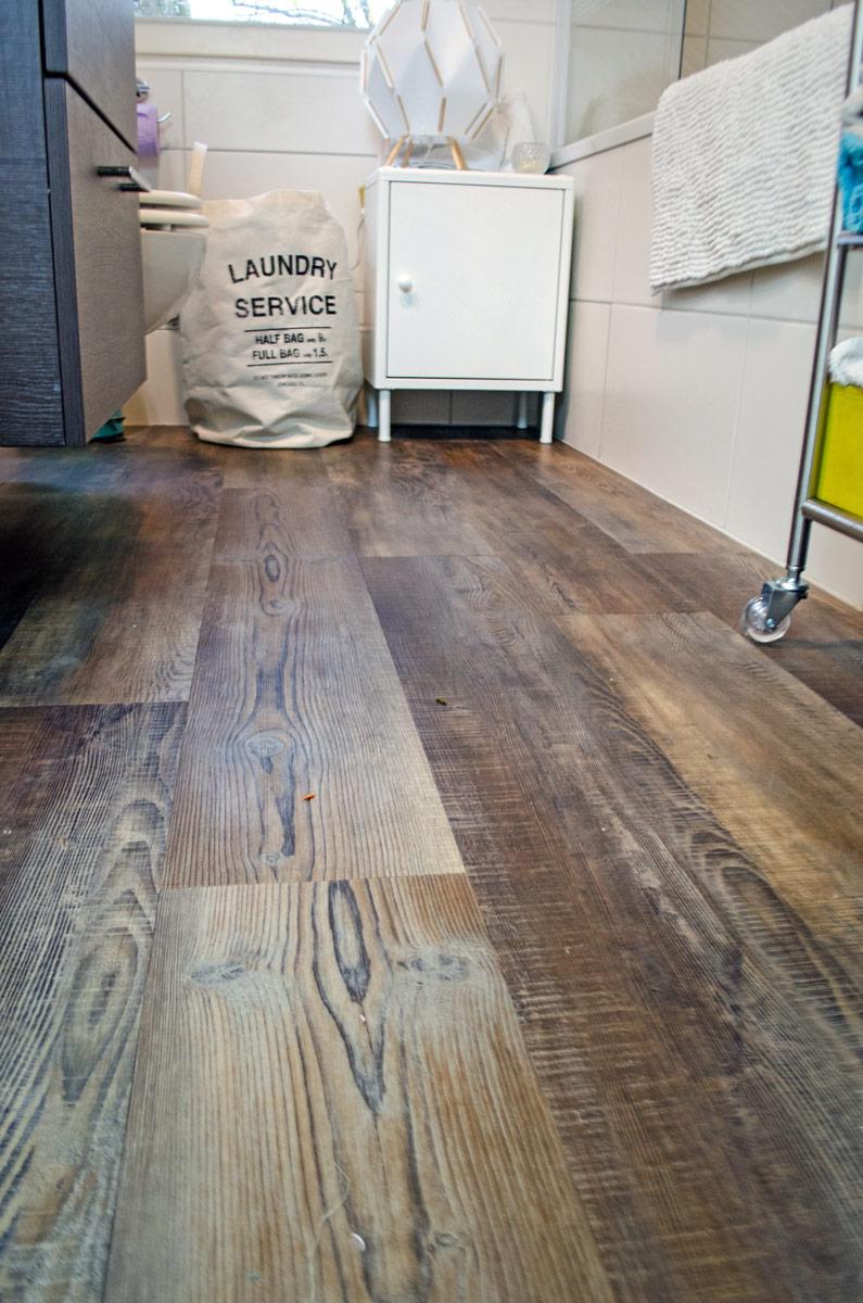 [anzeige]Badezimmer ohne Fliesen | wineo Vinylboden in Vintage Holzoptik