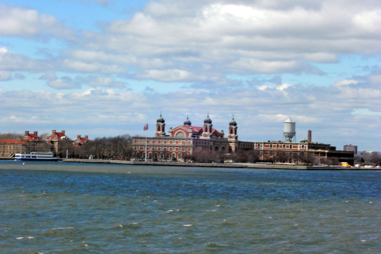 Starte etwas Neues | Neues probieren mit der Debit Mastercard | Ellis Island NYC