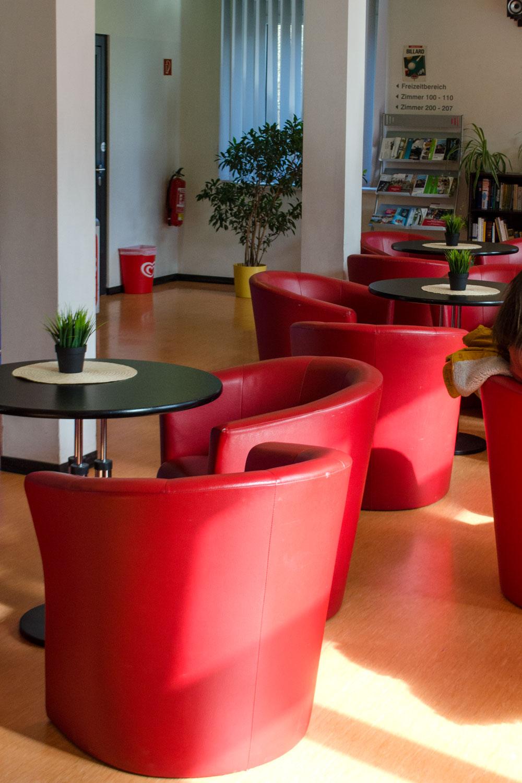Die Jugendherberge im Bauhaus-Stil in Dessau | 100 Jahre BAUHAUS | Die Meisterhäuser und das Bauhaus in Dessau | Architektur, Interior & Möbel Design der Moderne