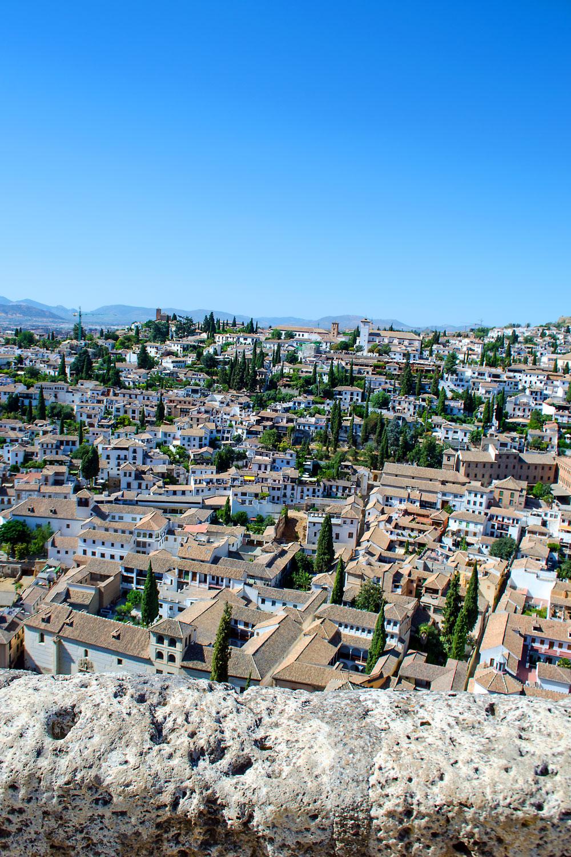 [unbezahlte werbung]La Alhambra - Was man für einen Besuch wissen muss | Blick auf Malaga