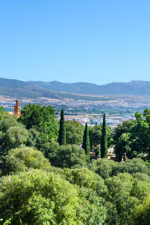 [unbezahlte werbung]La Alhambra - Was man für einen Besuch wissen muss | Blick auf Andalusien und Sierra Nevada