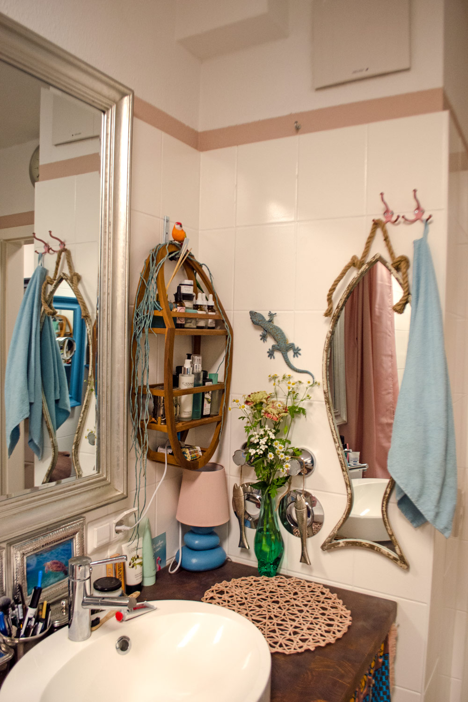 Bunte Farbwelt im Badezimmer [unbezahlte werbung]]